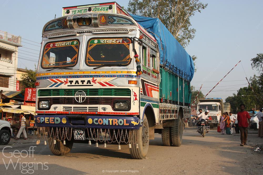 Nepali truck crosses busy Indian border checkpoint, Sanauli, Nepal