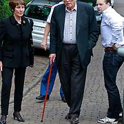 NLD/Blaricum/20110607 - Uitvaart Willem Duys, Mies Bouwman en partner Leen Timp