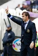 Portugal, FUNCHAL : Porto's Spanish head coach Julian Lopetegui gestures during  Portuguese league football match Nacional vs F.C. Porto at the Madeira stadium in Funchal on December 13, 2015.  LUSA / GREGORIO CUNHA