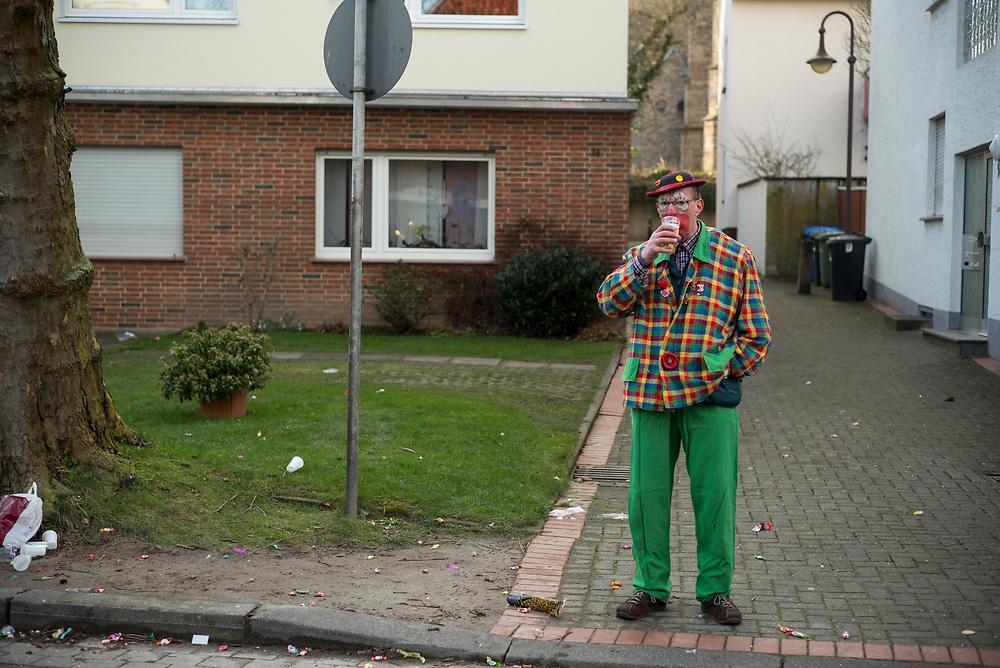 Steinheim in Westfalen | Deutschland | 12.02.2018: Steinheim in Westfalen ist eine lokale Karnevalshochburg mit einem seit &uuml;ber 100 Jahren aktiven, tief in der Stadt verankerten Karnevalsverein.<br /> <br /> hier:<br /> <br /> Sascha Rheker<br /> 20180212<br /> <br /> [Inhaltsveraendernde Manipulation des Fotos nur nach ausdruecklicher Genehmigung des Fotografen. Vereinbarungen ueber Abtretung von Persoenlichkeitsrechten/Model Release der abgebildeten Person/Personen liegt/liegen nicht vor.]