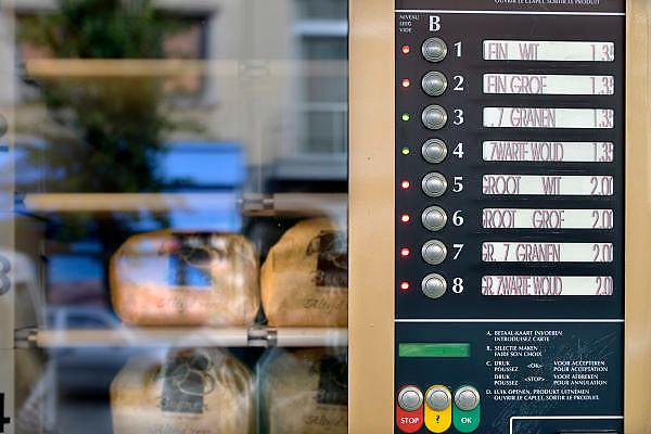 Belgie, Antwerpen, 8-10-2012Stadsgezicht, straatbeeld van deze stad in Vlaanderen. Brood uit de automaat.Foto: Flip Franssen/Hollandse Hoogte
