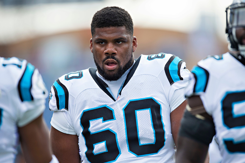 NASHVILLE, TN - NOVEMBER 15:  Daryl Williams #60 of the Carolina Panthers jogging off the field after warming up before a game against the Tennessee Titans at Nissan Stadium on November 15, 2015 in Nashville, Tennessee.  (Photo by Wesley Hitt/Getty Images) *** Local Caption *** Daryl Williams