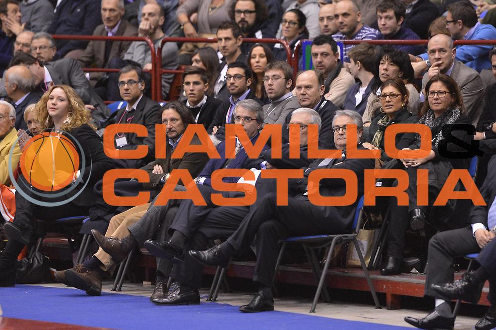 DESCRIZIONE : Milano Coppa Italia Final Eight 2013 Finale Cimberio Varese Montepaschi Siena<br /> GIOCATORE : Rescifina Laguardia Renzi<br /> CATEGORIA : tifosi ritratto<br /> SQUADRA : <br /> EVENTO : Beko Coppa Italia Final Eight 2013<br /> GARA : Cimberio Varese Montepaschi Siena<br /> DATA : 10/02/2013<br /> SPORT : Pallacanestro<br /> AUTORE : Agenzia Ciamillo-Castoria/GiulioCiamillo<br /> Galleria : Lega Basket Final Eight Coppa Italia 2013<br /> Fotonotizia : Milano Coppa Italia Final Eight 2013 Finale Cimberio Varese Montepaschi Siena<br /> Predefinita :