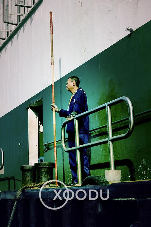 Star ferry dock worker, Hong Kong, China (January 2006)