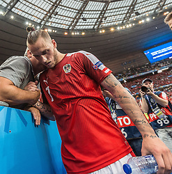 22.06.2016, Stade de France, St. Denis, FRA, UEFA Euro 2016, Island vs Oesterreich, Gruppe F, im Bild Marko Arnautovic (AUT) mit Vater Tomislav enttäuscht nach dem Ausscheiden in der Gruppenphase // Marko Arnautovic (AUT) with Father Tomislav disappointed after stopp at the group stage during Group F match between Iceland and Austria of the UEFA EURO 2016 France at the Stade de France in St. Denis, France on 2016/06/22. EXPA Pictures © 2016, PhotoCredit: EXPA/ JFK