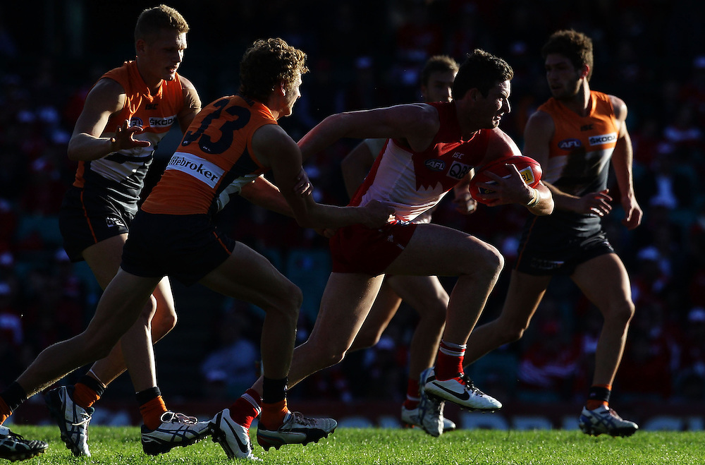 Jed Lamb of the Swans runs during the 2013 AFL Round 16 match between the Sydney Swans and the GWS Giants at the SCG, Sydney on July 14, 2013. (Photo: Craig Golding/AFL Media)