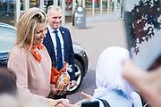 Koningin Maxima is, als erevoorzitter van Meer Muziek in de Klasaanwezig, aanwezig bij de ondertekening van het samenwerkingsconvenant muziekonderwijs Friesland in Schouwburg De Lawei in Drachten<br /> <br /> Queen Maxima is, as honorary president of Meer Muziek in de Klasaanwezig, present at the signing of the cooperation agreement music education Friesland in Theater De Lawei in Drachten