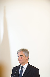 19.11.2013, Bundeskanzleramt, Wien, AUT, Bundesregierung, Pressefoyer nach Sitzung des Ministerrats, im Bild Bundeskanzler Werner Faymann SPOe // Federal Chancellor Werner Faymann SPOe during press foyer after council of ministers, Chancellors Office, Vienna, Austria on 2013/10/19, EXPA Pictures © 2013, PhotoCredit: EXPA/ Michael Gruber