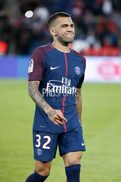 Daniel Alves da Silva (PSG) left the playground at the end of the game during the French championship L1 football match between Paris Saint-Germain (PSG) and Toulouse Football Club, on August 20, 2017, at Parc des Princes, in Paris, France - Photo Stephane Allaman / ProSportsImages / DPPI
