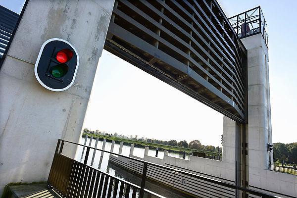 Nederland, Heumen, 24-10-2013De nieuwe keersluis in het Maas Waal kanaal.Bij hoogwater zetten we de sluisdeuren dicht en fungeert het complex als schutsluis of als hoogwaterkering, bij +12,15 NAP