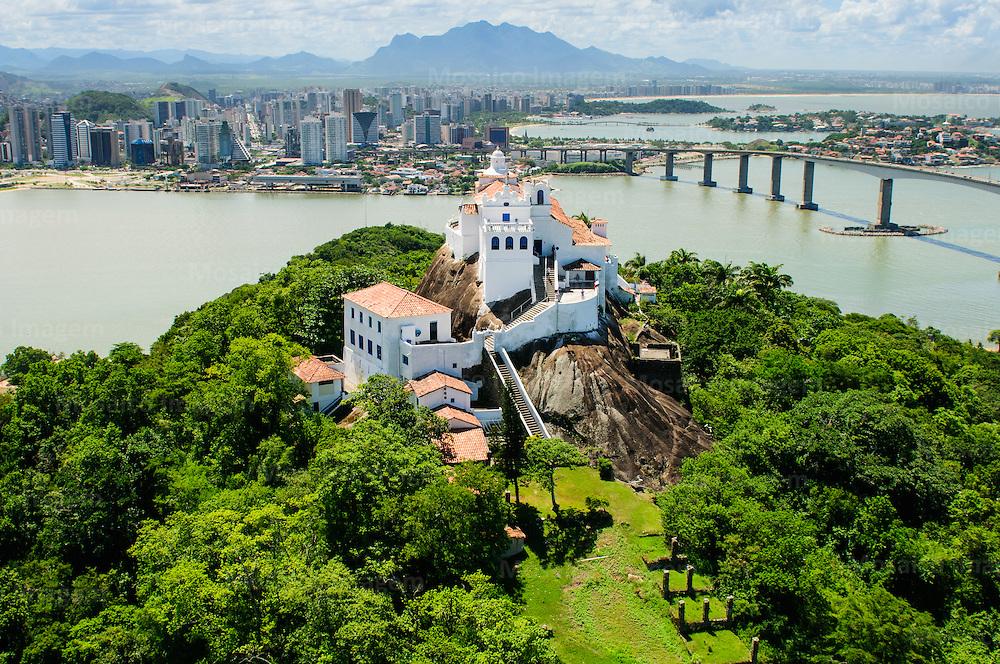 Brasil - Espirito Santo - Vitoria - Vista aerea do Convento da Penha com Terceira Ponte e Cidade de Vitoria ao fundo - Foto: Tadeu Bianconi/ Mosaico Imagem