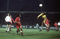 Fotball<br /> Foto: Colorsport/Digitalsport<br /> NORWAY ONLY<br /> <br /> Jan Tomaszewski the polish Goalkeeper makes a save as Alan Clarke (England) looks on. England v Poland 17/10/73.
