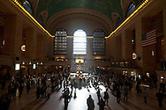 New York. pedestrians shadows in grand central railway station / New york la gare  de Grand central  apres la renovation  New York