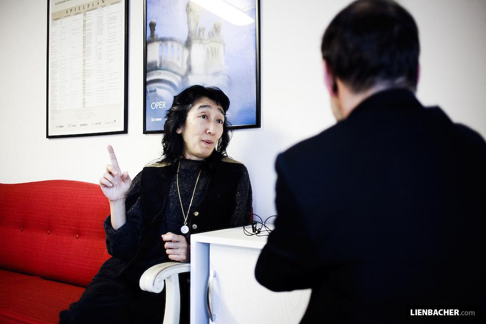 Mitsuko Uchida in an Interview with Ernst Strobl from the Salzburger Nachrichten, in room 446 of salzburgs grand festival hall. photo: Wolfgang Lienbacher