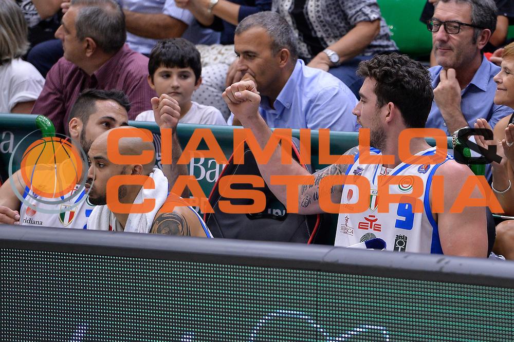 DESCRIZIONE : Beko Legabasket Serie A 2015- 2016 Dinamo Banco di Sardegna Sassari -Vanoli Cremona<br /> GIOCATORE : Rok Stipcevic Joe Alexander<br /> CATEGORIA : Fair Play Panchina<br /> SQUADRA : Dinamo Banco di Sardegna Sassari<br /> EVENTO : Beko Legabasket Serie A 2015-2016<br /> GARA : Dinamo Banco di Sardegna Sassari - Vanoli Cremona<br /> DATA : 04/10/2015<br /> SPORT : Pallacanestro <br /> AUTORE : Agenzia Ciamillo-Castoria/L.Canu