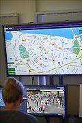 Nederland, Nijmegen, 20-7-2015 Controlekamer voor de beveiligingscamera s van de politie tijdens de vierdaagse , vierdaagsefeesten, om het publiek te observeren en indien nodig te sturen. Van hieruit kunnen de mededelingenborden in de binnenstad aangestuurd worden, de surveillanten, de matrixborden van de toegangswegen rond Nijmegen. Zo kan men de drukte en de mensenmassa sturen van het ene drukke punt naar een wat rustiger punt. Crowd Control. Sommige agenten krijgen tijdens de Vierdaagse een camera op de schouder die live beelden doorzendt naar het politiebureau in de Stieltjesstraat in Nijmegen. Foto: Flip Franssen/Hollandse Hoogte