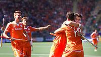 DEN HAAG - Vreugde bij Oranje nadat Valentin Verga (10 heeft gescoord. rechtsch Robbert Kempermann. tijdens de wedstrijd tussen de mannen van Nederland en Argentinie in de World Cup hockey 2014. ANP KOEN SUYK