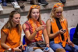 24-08-2017 NED: World Qualifications Netherlands - Czech Republic, Rotterdam<br /> De Nederlandse volleybalsters hebben op het WK-kwalificatietoernooi ook hun derde duel gewonnen. Oranje versloeg in het Topsportcentrum in Rotterdam Tsjechi&euml; in drie sets: 25-18, 25-22 en 25-18. / Oranje support publiek