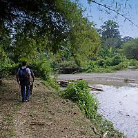 Camino a la siembra de cacao cerca del rio del pueblo de Birongo, ubicado entre las poblaciones de Curiepe y Capaya, en la porción centro-norte de Venezuela. Jimmy Villalta