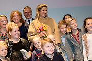 Koningin Maxima bij relatie evenement Villa Joep, het fonds tegen neuroblastoom kinderkanker in het Stedelijk Museum te Amsterdam<br /> <br /> Queen Maxima at Villa Joep event, the fund against childhood neuroblastoma in the Stedelijk Museum in Amsterdam.<br /> <br /> Op de foto / On the photo:  Pati&euml;ntjes en hun broertjes en zusjes gaan op de foto met Koningin Maxima en Leontine Steijn, oprichtster Villa Joep<br /> <br /> Patients and their siblings go on the picture with Queen Maxima and Leontine Steyn, founder Villa Joep