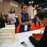 Shawn Achor booksigning at Cardinal Health RBC 2017, Showfloor Closing Day. Photo by Alabastro Photography.