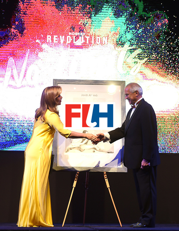 DUBAI, UNITED ARAB EMIRATES - NOVEMBER 11: HRH Princess Haya bint Al Hussein recieves gift from the FIH President Leandro Negre at the Hockey Revolution Part 2 No Limits Ball on November 11, 2016 in Dubai, United Arab Emirates.  (Photo by Tom Dulat/Getty Images)