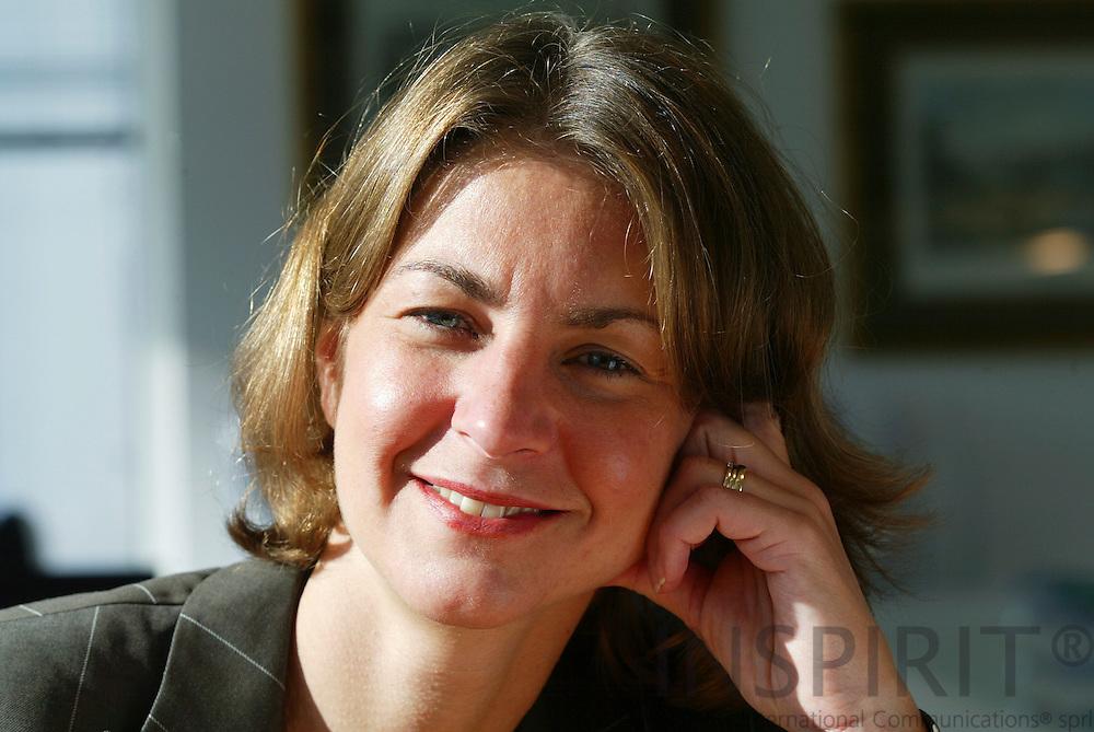 LUXEMBOURG - LUXEMBOURG - 10 OCTOBER 2006 -- Tonika HIRDMAN, ABN AMRO bank in Luxembourg. -- PHOTO: ERIK LUNTANG /