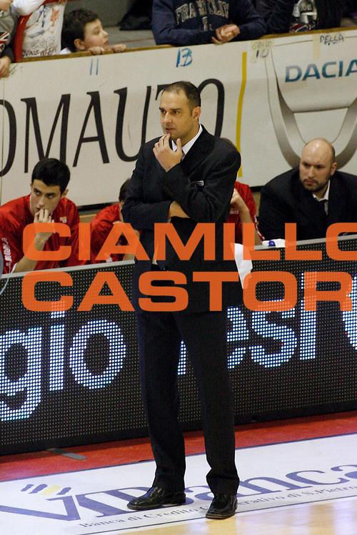 DESCRIZIONE : Pistoia Lega A2 2012-13 Giorgio Tesi Group Pistoia Aget Nature Imola<br /> GIOCATORE : Coach Moretti Paolo<br /> SQUADRA : Giorgio Tesi Group Pistoia<br /> EVENTO : Campionato Lega A2 2012-2013<br /> GARA : Giorgio Tesi Group Pistoia Aget Nature Imola<br /> DATA : 03/03/2013<br /> CATEGORIA : <br /> SPORT : Pallacanestro<br /> AUTORE : Agenzia Ciamillo-Castoria/Stefano D'Errico<br /> Galleria : Lega Basket A2 2012-2013 <br /> Fotonotizia : Pistoia Lega A2 2012-2013 Giorgio Tesi Group Pistoia Aget Nature Imola<br /> Predefinita :