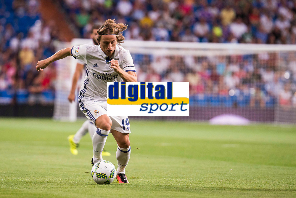 Real Madrid's player Luca Modric during the XXXVII Santiago Bernabeu Trophy in Madrid. August 16, Spain. 2016. (ALTERPHOTOS/BorjaB.Hojas)