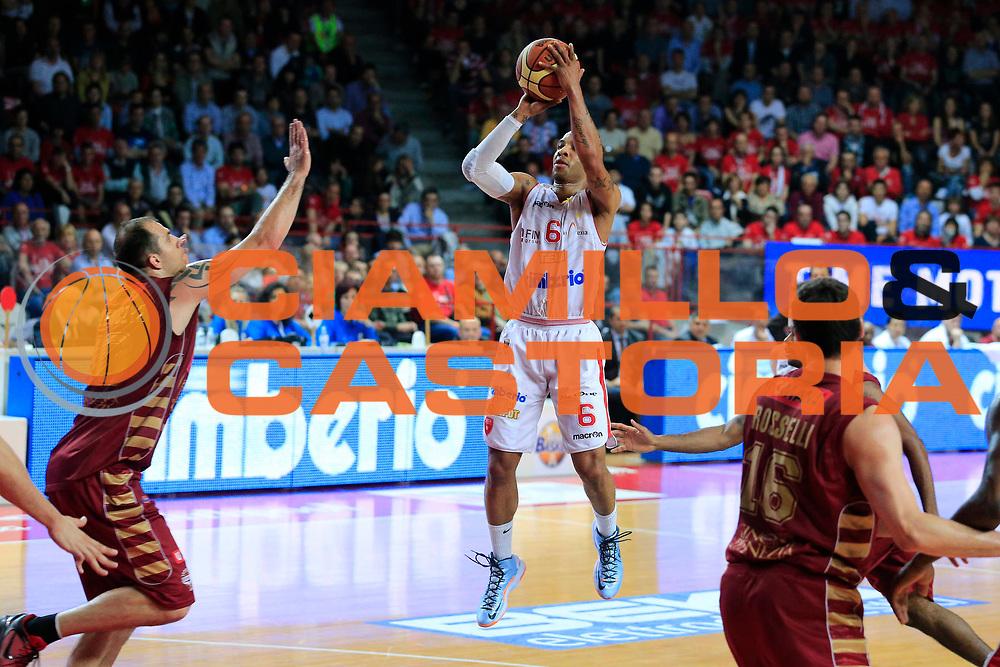 DESCRIZIONE : Varese Lega A 2012-13 Cimberio Varese Umana Venezia playoff quarti di finale gara 1<br /> GIOCATORE : Adrian Banks<br /> CATEGORIA : Tiro<br /> SQUADRA : Cimberio Varese<br /> EVENTO : Campionato Lega A 2012-2013<br /> GARA : Cimberio Varese Umana Venezia<br /> DATA : 10/05/2013<br /> SPORT : Pallacanestro <br /> AUTORE : Agenzia Ciamillo-Castoria/G.Cottini<br /> Galleria : Lega Basket A 2012-2013  <br /> Fotonotizia : Varese Lega A 2012-13 Cimberio Varese Umana Venezia playoff quarti di finale gara 1<br /> Predefinita :