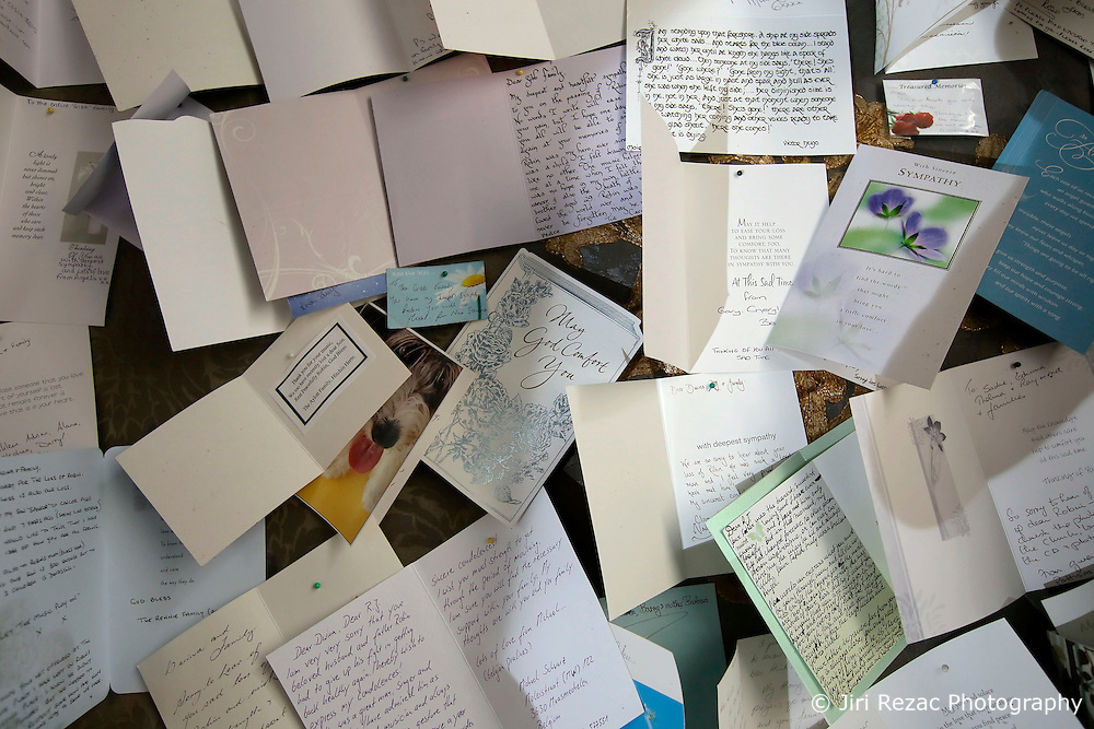UK ENGLAND THAME 27AUG14 - Messages and poems of condolences sent following the death of Bee Gees singer Robin Gibb, on display at his home in Thame, Oxfordshire.<br /> <br /> jre/Photo by Jiri Rezac<br /> <br /> &copy; Jiri Rezac 2014