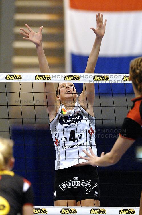 06-01-2007 VOLLEYBAL: AMVJ - PLANTINA LONGA: AMSTELVEEN<br /> AMVJ verliest kansloos met 3-0 van Longa / Titia Sustring<br /> &copy;2007-WWW.FOTOHOOGENDOORN.NL