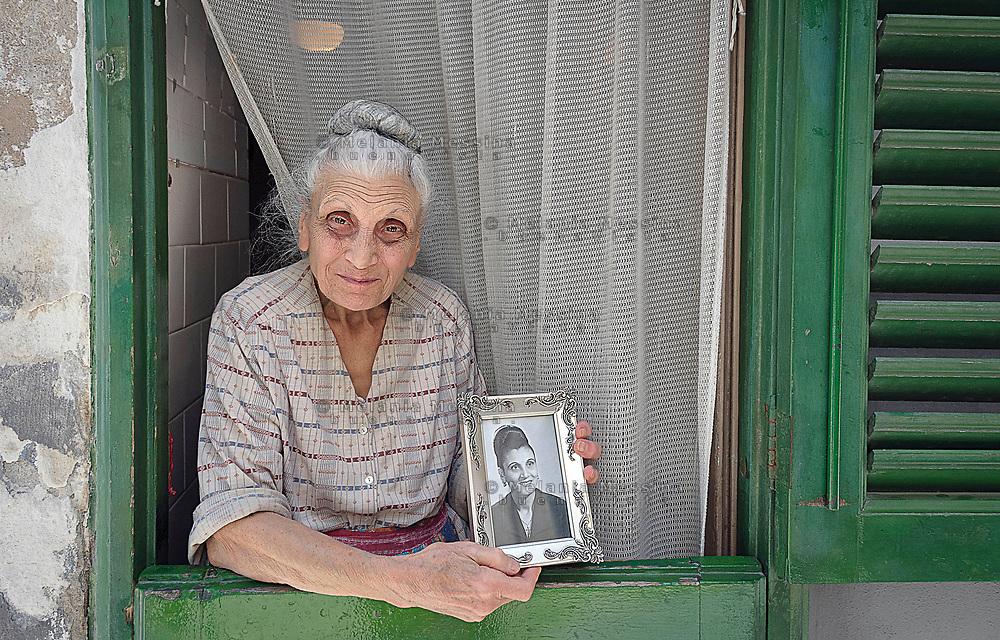 Palermo: abitante del centro storico da generazioni.<br /> Palermo: resident of the old town from generation to generation