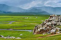 Mongolie, Arkhangai, campement nomade dans la steppe // Mongolia, Arkhangai province, yurt nomad camp in the steppe