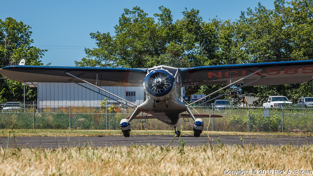 Stinson Reliant taxiing.