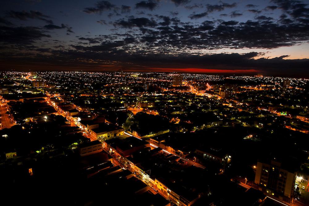 Uberaba_MG, Brasil...Vista panoramica de Uberaba a noite...The Uberaba panoramic view at night...Foto: LEO DRUMOND / NITRO