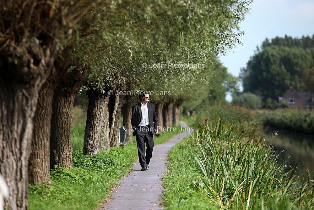 Nederland, Delft , 29 september 2010..Schrijver Kader Abdolah tijdens een wandeling door het centrum van Delft en de Bieslandse Bossen. ..Writer and Koran translator Kader Abdolah during a stroll througha typical Dutch landscape near Delft, the Netherlands.