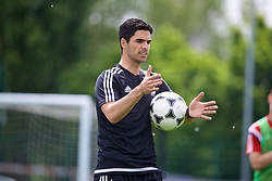 NEWPORT, WALES - Sunday, May 28, 2017: Mikel Arteta gives a practical demonstration during day three of the Football Association of Wales' National Coaches Conference 2017 at Dragon Park. (Pic by David Rawcliffe/Propaganda)