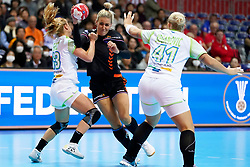 30-11-2019 JAP: Netherlands - Slovenia, Kumamoto<br /> First day 24th IHF Womenís Handball World Championship, Netherlands lost the first match against Slovenia with 26 - 32. / Jessy Kramer #5 of Netherlands, Polona Baric #13 of Slovenia, Aneja Beganovic #41 of Slovenia