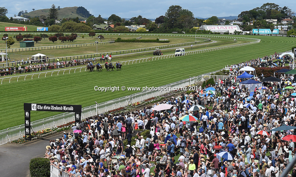 General view of Race 5 Hallmark Stud Newmarket Handicap. Horse Racing. Boxing Day Races at Ellerslie Racecourse in Auckland. New Zealand. Friday 26 December 2014. Photo: Andrew Cornaga/www.photosport.co.nz