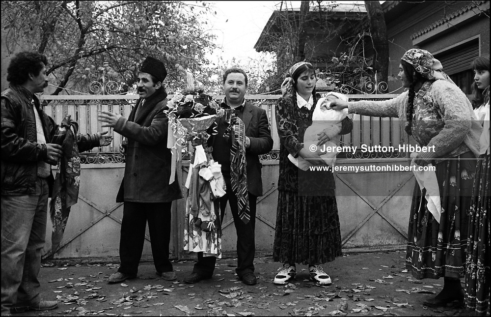 THE STANESCU FAMILY AFTER THE CHRISTENING OF CATALIN STANESCU. SINTESTI. ROMANIA. NOVEMBER 1996..©JEREMY SUTTON-HIBBERT 2000..TEL. /FAX.+44-141-649-2912..TEL. +44-7831-138817.