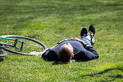 © Licensed to London News Pictures. 20/04/2016. London, UK. A man enjoys the warm weather in St James' park, central London. The MET Office predict highs of 13 degrees celsius. Photo credit : Tom Nicholson/LNP