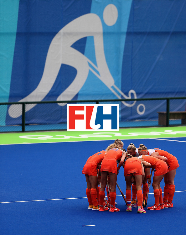 RIO DE JANEIRO, BRAZIL - AUGUST 12:  Team Netherlands huddle against New Zealand during a Women's Preliminary Pool A match on Day 7 of the Rio 2016 Olympic Games at the Olympic Hockey Centre on August 12, 2016 in Rio de Janeiro, Brazil.  (Photo by Sean Haffey/Getty Images)