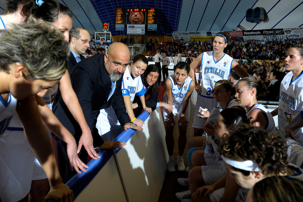 DESCRIZIONE : Venezia Additional Qualification Round Eurobasket Women 2009 Italia Croazia<br /> GIOCATORE : Team Italia<br /> SQUADRA : Nazionale Italia Donne<br /> EVENTO : Italia Croazia<br /> GARA :<br /> DATA : 10/01/2009<br /> CATEGORIA : Timeout<br /> SPORT : Pallacanestro<br /> AUTORE : Agenzia Ciamillo-Castoria/M.Gregolin