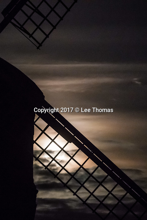 "Chesterton, Warwickshire, UK. 3rd December 2017. The so called ""Cold"" supermoon rises above the eastern horizon at Chesterton. The Warwickshire village is home to the striking Grade 1 listed Chesterton Windmill, built in 1632 from a design attributed to Inigo Jones, just off the Fosse Way. // Lee Thomas, Tel. 07784142973. Email: leepthomas@gmail.com  www.leept.co.uk (0000635435)"