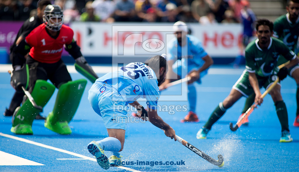 Satbir Singh of India trying to find the goal on day four of the Men's Hero Hockey World League Semi-Finals at Lee Valley Hockey Centre, Stratford<br /> Picture by Hannah Fountain/Focus Images Ltd 07814482222<br /> 18/06/2017