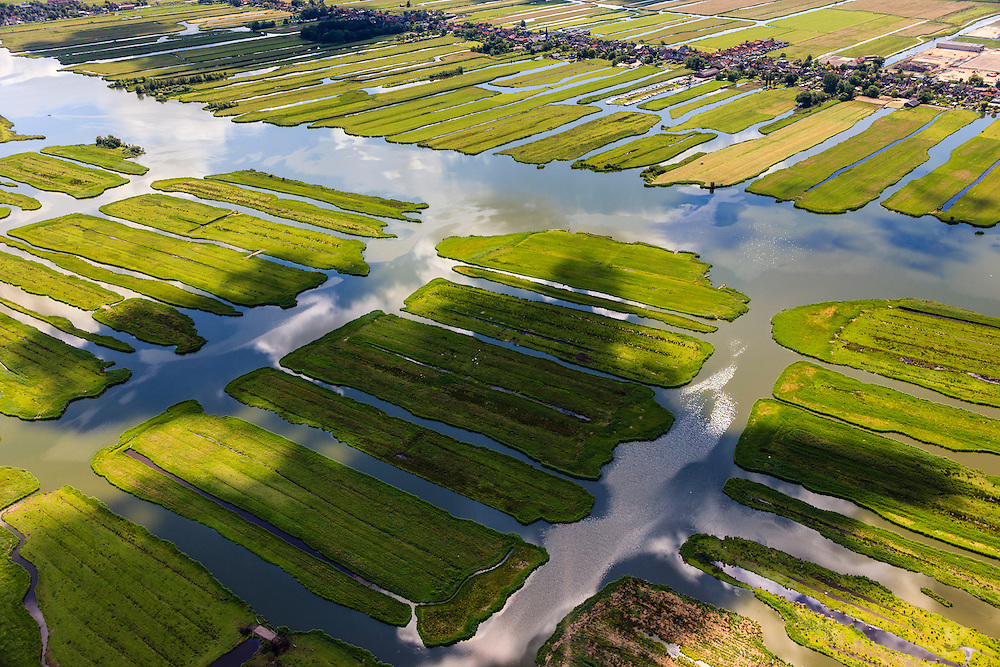 Nederland, Noord-Holland, Gemeente Wormerland, 14-06-2012; Polder Wormer, Jisp en Nek. De verkaveling in het gebied is het resultaat van veenontginning. Het water van 't Zwet loopt naar het dorp Jisp (links), boven in beeld de lintbebouwing van Wormer..Polder in provincie North Holland (above Amsterdam) with villages. The division in plots in the area is the result of peat extraction..luchtfoto (toeslag), aerial photo (additional fee required);.copyright foto/photo Siebe Swart