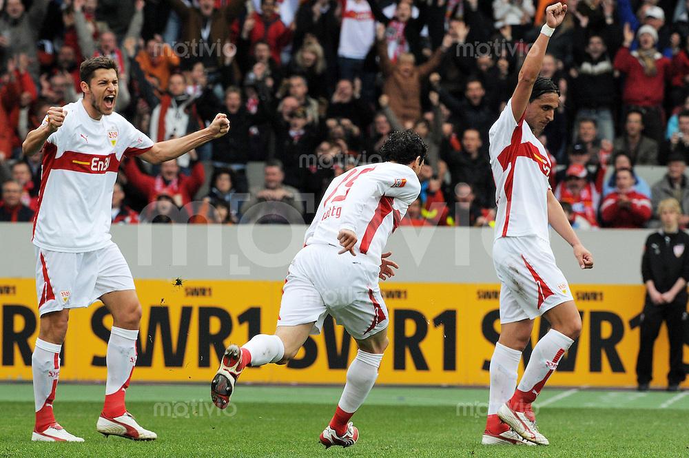 Fussball  Bundesliga 27.Spieltag   Saison 2007/2008 05.04.2008 VfB Stuttgart - Hamburger SV JUBEL zum 1:0, Matthieu Delpierre (li, Stuttgart), Torschuetze Roberto Hilbert (mitte, Stuttgart) und Fernando Meira (re, Stuttgart)