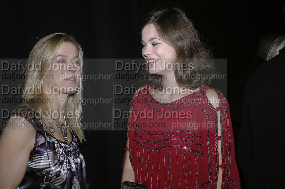 LADY HELEN TAYLOR AND JASMINE GUINNESS, 6th Annual Lancªme Colour Designs Awards In association with CLIC Sargent Cancer Care.  Lindley Hall, Vincent Sq. London. 28 November 2006.  ONE TIME USE ONLY - DO NOT ARCHIVE  © Copyright Photograph by Dafydd Jones 248 Clapham Rd. London SW9 0PZ Tel 020 7733 0108 www.dafjones.com