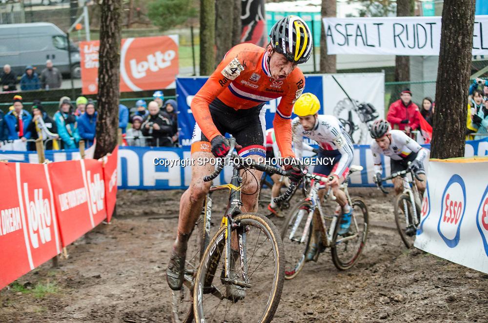 31-01-2016: Wielrennen: WK cyclecross elite: Heusden Zolder<br /> HEUSDEN-ZOLDER (BEL) cyclocrossOp het circuit van Terlamen-Zolder streden de elite veldrijders om de mondiale titels in het veld.  Thijs van Amerongen